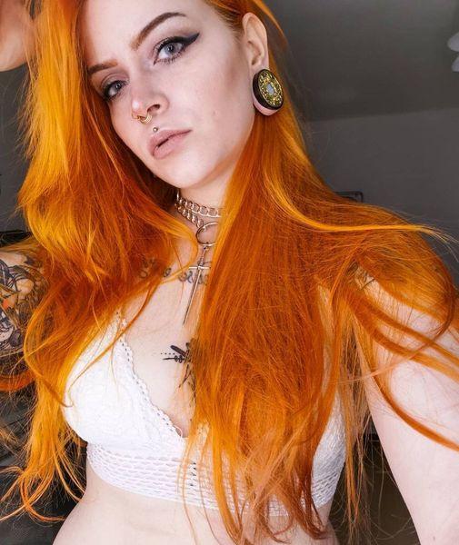Die-wunderschoene-@queen_of_middleearth-mit-unserem-goldenen-septumpiercing-Wa